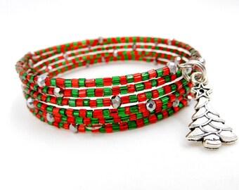 Christmas bracelet, red and green bracelet, red and green Christmas bracelet, beaded Christmas bracelet, memory wire bracelet beaded