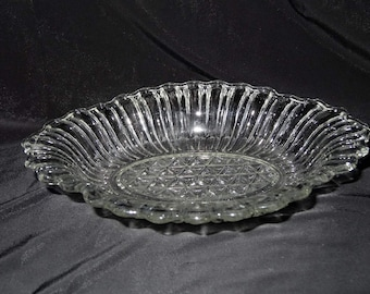 Oval Clear Pressed Glass Candy Dish Scalloped Rim Home and Garden Kitchen and Dining Serveware Tableware Bowls