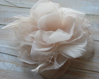 Champagne hair flower Bridal champagne flower Hair flower Champagne wedding flower Champagne headpiece Champagne headpiece feathers veil