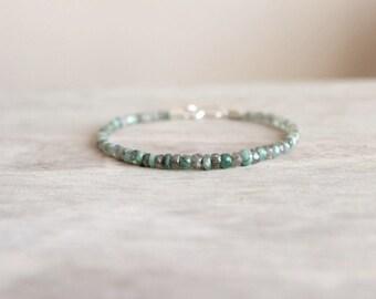 Herren-Armband mit Smaragd und Labradorit Steine