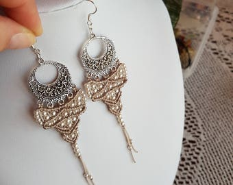 Weaving macramé and ivory pearls earrings
