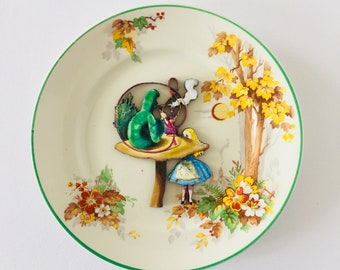 Caterpillar Smoking Alice in Wonderland Bone China Cream Display Plate with Yellow Green Tree Floral Pattern 3D Sculpture for Wall Decor