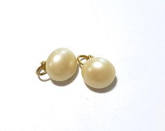 Vintage Button Pearl Earrings / Retro Classic Ivory Pearl / Clip On Earrings / Faux Pearl Statement Earrings
