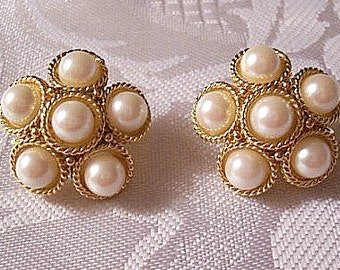 Six Pearl Bead Rings Clip On Earrings Gold Tone Vintage Park Lane Twisted Rope Ring Cluster