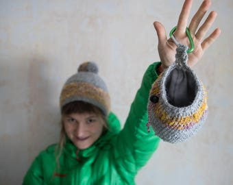 Best gift for climber. Rock Climbing hat and bag. Chalk bag and climbing beanie. Chalkbag. Pompom hat. set of two. Adventure lover gift.