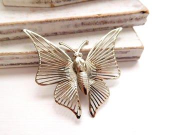 Vintage Lightweight Silver Tone Openwork Wire Wings Butterfly Brooch Pin V13