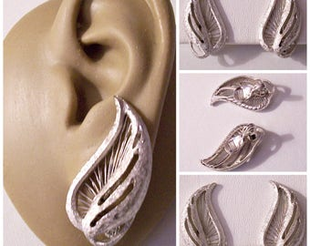 Monet Slotted Webbed Leaf Clip On Earrings Silver Tone Vintage Frosted Textured Swirl Open Stem Comfort Paddles