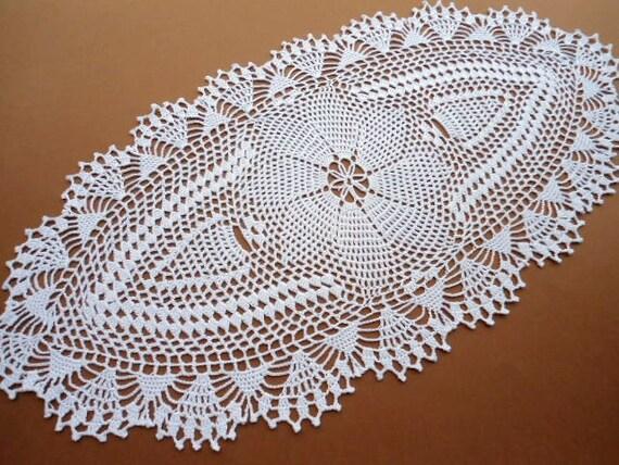 Oval crochet doily tablecloth lace runner white - Napperon crochet chemin de table ...