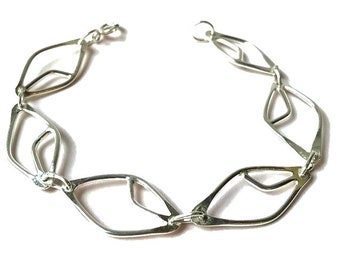 Stylised Leaf Linked Chain Bracelet