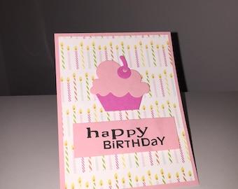 Carte à la main - joyeux anniversaire