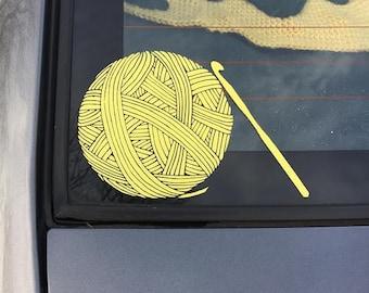 Häkeln Häkelnadeln Kunst Vinyl Auto Aufkleber - Garn - - Geschenke zum Selbermachen - Auto-Aufkleber für Frauen - häkeln-Dekor - Geschenk für Crafter