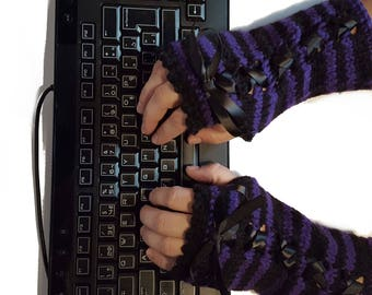 Wristwarmers Goth chic - finger-stripes-laces - colors available - on-measure fingerless mitts-fingerless gloves-gothic-laced-manycolours