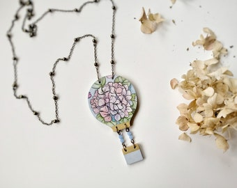 Wooden necklace with hot air balloon with hydrangeas