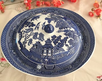 Wonderful Johnson Brothers Covered Vegetable Dish - Blue Willow Pattern, made in England