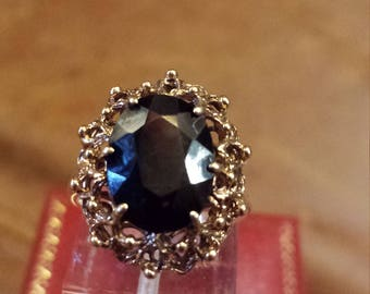 Stunning  9ct Gold Ring With Garnet