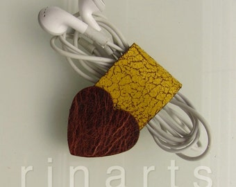 Earbud / earphone / headphone cable organizer Heart Arrow in golden yellow crackled leather and brown leather heart. Cord organizer