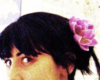 Dame de LOTUS - violet - customizable on bobby pin, barrette, comb or alligator clip