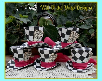 CHECKERED MAD HATTER Top Hats-party favors or to wear,Set of 5 /3 inch tall/Alice in Wonderland/Tea Parties/ornaments/decorations