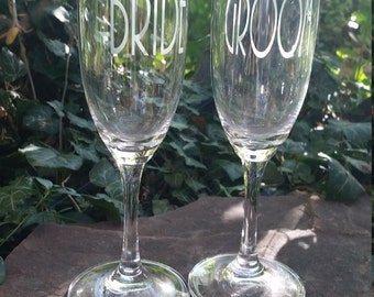 Wedding Champagne Glasses / Personalized Toasting Glasses / Engraved / Etched / Bride & Groom Toasting Flutes / Custom Engraved Set of 2