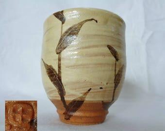"VJ793:Yunomi Tea cup,Fine Japanese Studio pottery Yunomi""Karatsu""style tea cup,beautiful Brush pattern,ARTIST'Swork,marked,handmade in Japan"