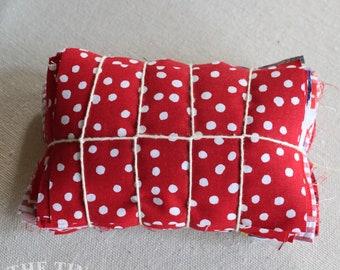 Fabric Scraps / Vintage Fabric Scraps / Fabric Scrap Bag / Scrap Fabric / Fabric Grab Bag / Red Scrap Bundle / Fabric Destash / Quilt / SB75