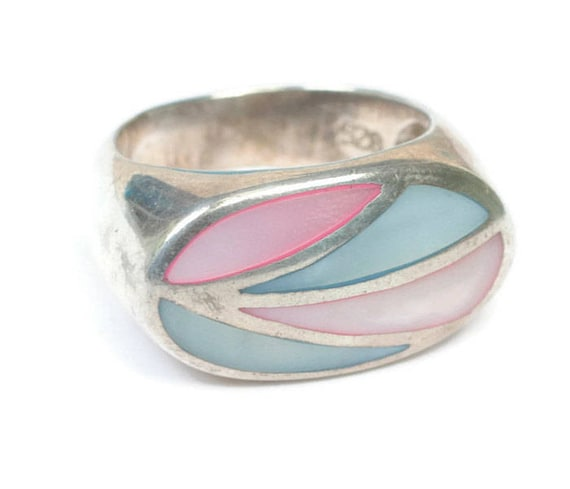Vintage Mother of Pearl Ring Channel Inlay Setting Pink Blue Shell Sterling Silver Size 7.5