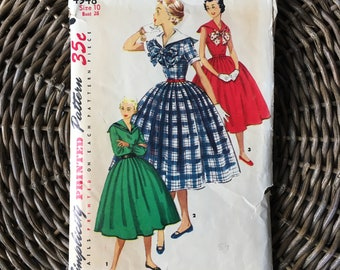 1950s Juniors' Dress w Sailor Collar & Pleated Skirt Sewing Pattern / Simplicity 4948 / Size 10 Bust 28