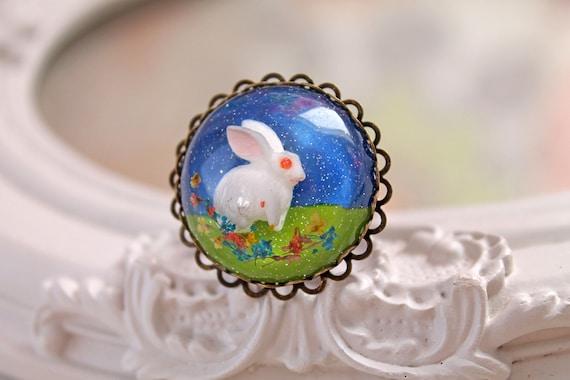 White bunny rabbit in resin  ring kawaii Lolita Alice in Wonderland