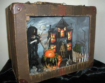 Spukhaus Diorama - unglaubliche Halloween Artwork von Lori Gutierrez!  OOAK!