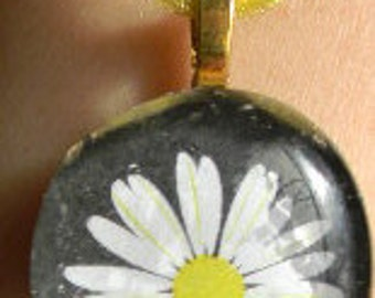 """Black Round or Square White Yellow Daisy Cabochon Flower  Floral Glass Necklace  18"""" ribbon"""