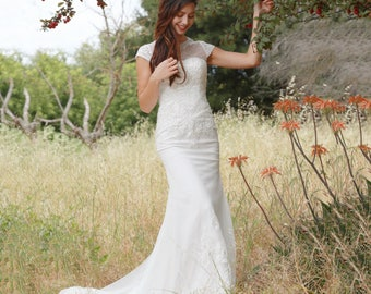 Le Victoria - Selena Huan Pearl Beaded Lace Short-sleeve Mermaid Gown - New Sample, 58% OFF