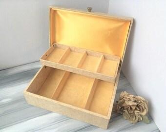 Beige Jewelry Box with Yellow Velvet Lining / Yellow Jewelry Box / Retro Jewelry Box / Jewelry Box / Vintage Jewelry Box / Jewelry Chest