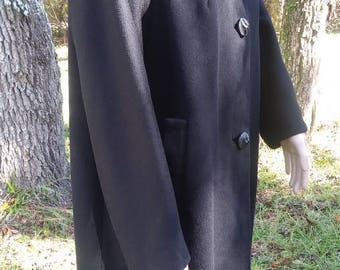 Vintage Blak Wool Winter Coat with Mink Collar. 1950s