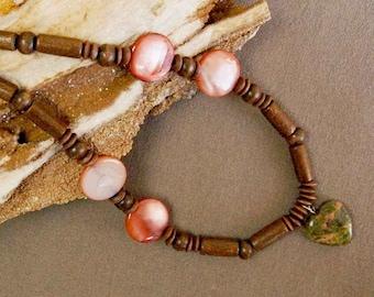Unakite coeur, bois et coquillage collier, collier léger, vert, marron et collier de couleur saumon, 17 pouces long collier de perles