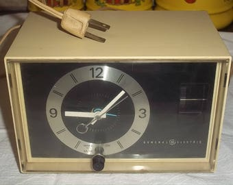 Vintage General Electric AM Clock Radio Model C1400A