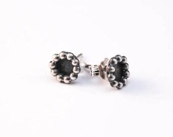 Stud earrings, oxidized sterling silver, 1,5mm beaded wire earrings, handmade studs, post earrings, bubble wire studs, 7mm circle ear studs
