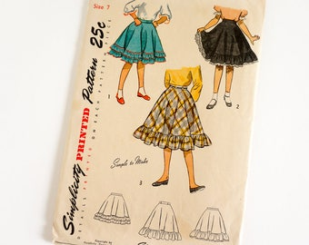 """Vintage 1940s Girls Size 7 Flared Skirt Simplicity Sewing Pattern 2626 Complete / w22.5"""" / Ruffled Edge, Ric Rac or Eyelet Trim"""