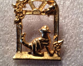 Vintage Gold Tone Cat and Mouse Pin Back Brooch