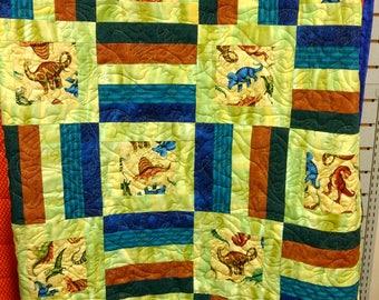 Dinosaur Child's Quilt. Crib quilt blanket wallhanging baby boy girl child green 4819