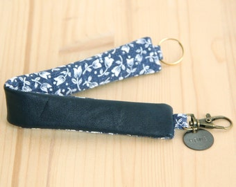 Navy blue Recycled Leather Keychain / Ocean Blue Woman Keyring / Message Customizable Keyring / Mothers day Personalized Gift / PCF22