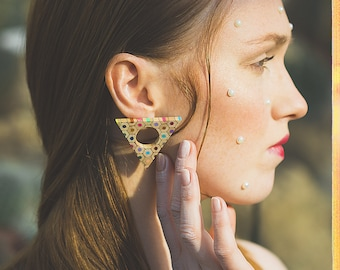 Triangle earrings made of colored pencils
