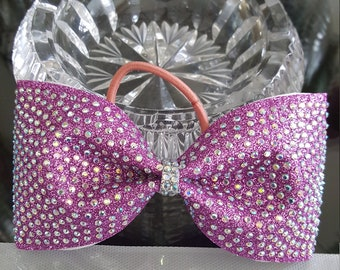Fully Crusted Tailless Cheer Bow