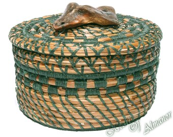 Beach Trail a pine needle basket with a drift wood knob top.  A lidded pine needle basket, great size for gift giving. Forest Green thread.