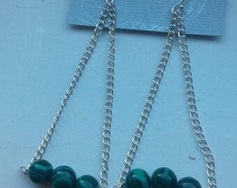 Hanging 3 inch chain with malachite stone