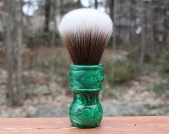 24MM SynBad w/ Elegant Emerald Handle - Extra Dense Shaving Brush - Cream/Brown - Imitation Badger - APShaveCo.