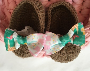 Booties handmade crochet beige color. Baby Gift