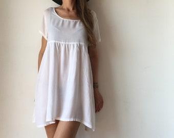 White dress, loose style summer dress.