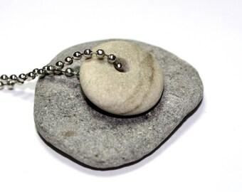 Collier galet de plage - foré Riverstone Rock - plage de galets de pierre - percée plage Pierre fait à la main collier Bijoux - Pendentif perle de flocons d'avoine