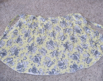 Vintage Gray and Yellow Floral Pocket Apron