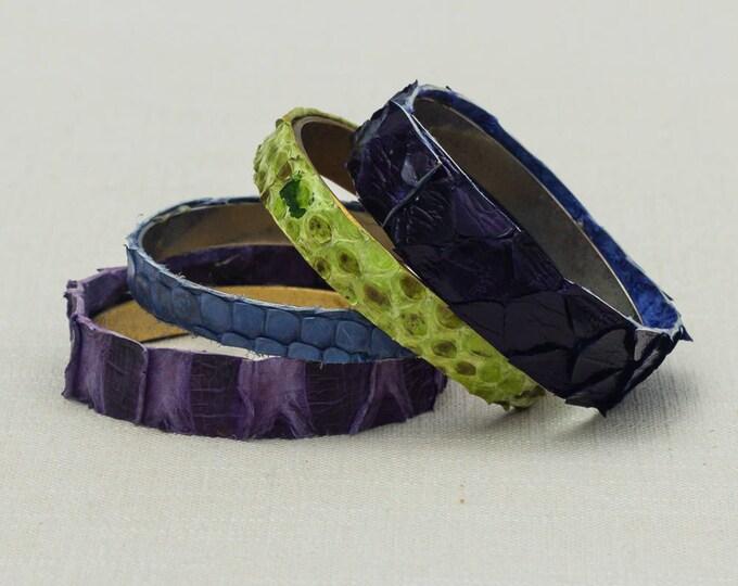 Vintage Purple Green Snake Skin Look Bracelet Bangle Set Stackable Costume Jewelry Cuff 7OO
